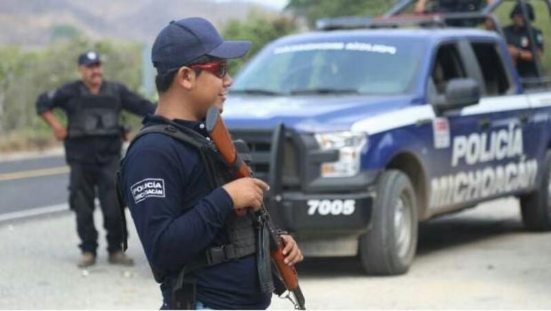 Emboscan a policías y matan a uno en Aquila, Michoacán