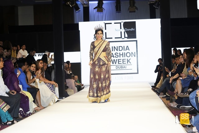 The gorgeous Mrs. Earth 2016 Priyanka Khurana Goyal walks the ramp at India Fashion Week Dubai