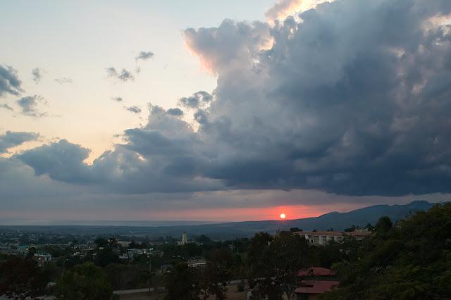 Coucher de soleil sur la ville de Trinidad (Cuba)