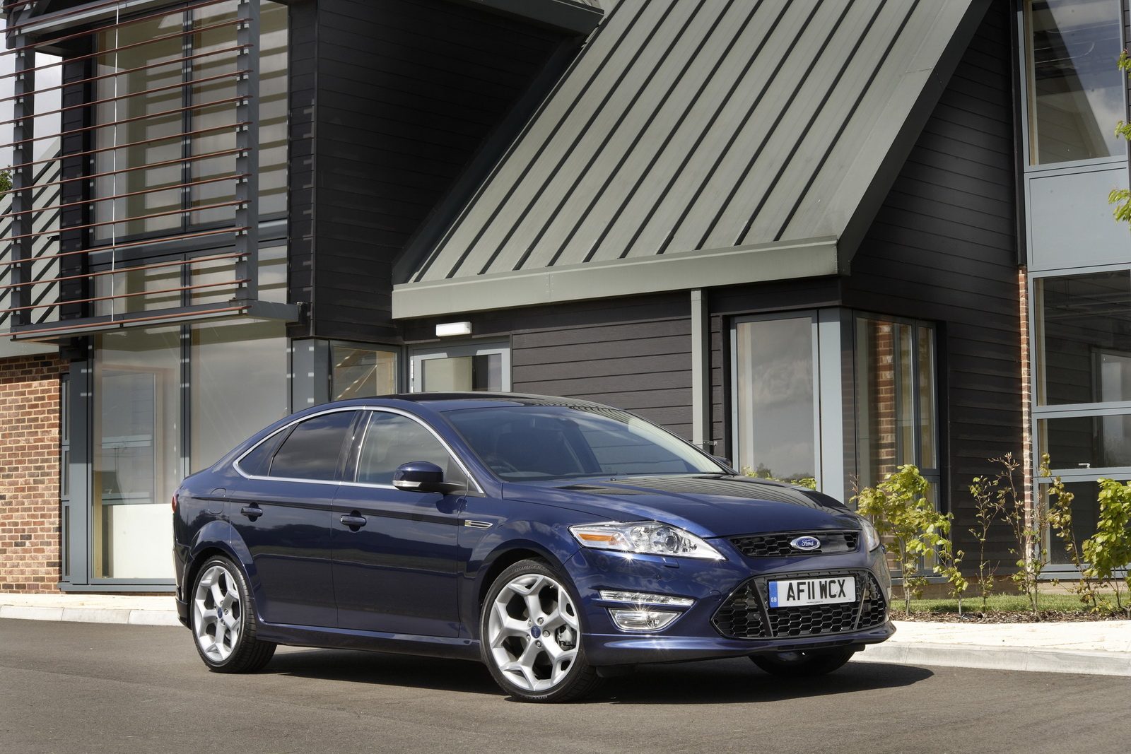 new ford mondeo extends eco and performance powertrains. Black Bedroom Furniture Sets. Home Design Ideas