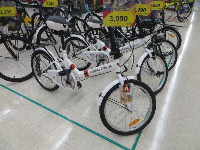 Белый складной велосипед