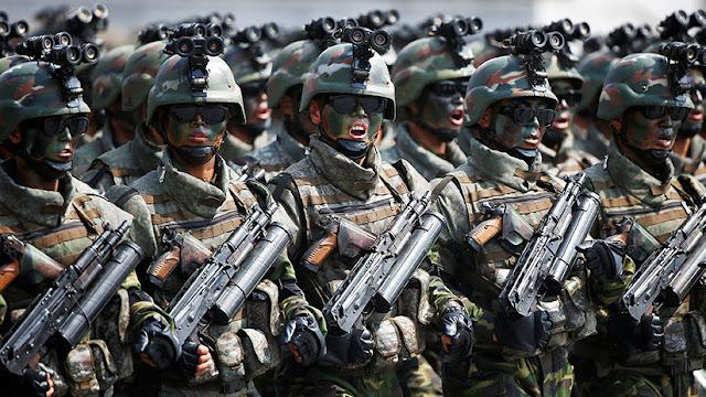 Fuerzas especiales de Pionyang simulan una infiltración aérea en Corea del Sur