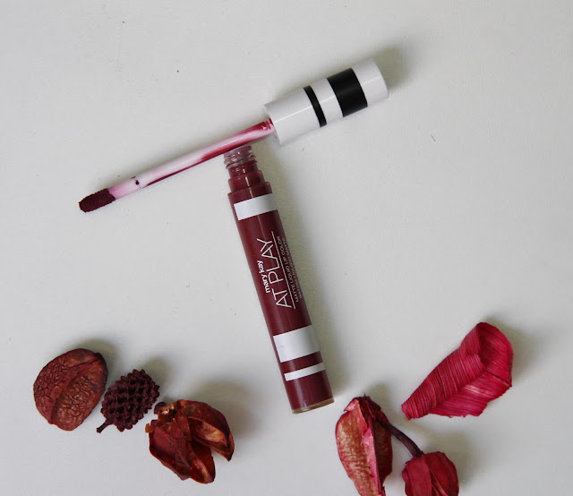 Batom líquido matte Cor Berry Strong Mary Kay At Play