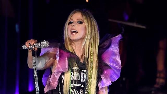 Avril Lavigne habla de su trabajo con Lindsey Stirling y música nueva para 2021