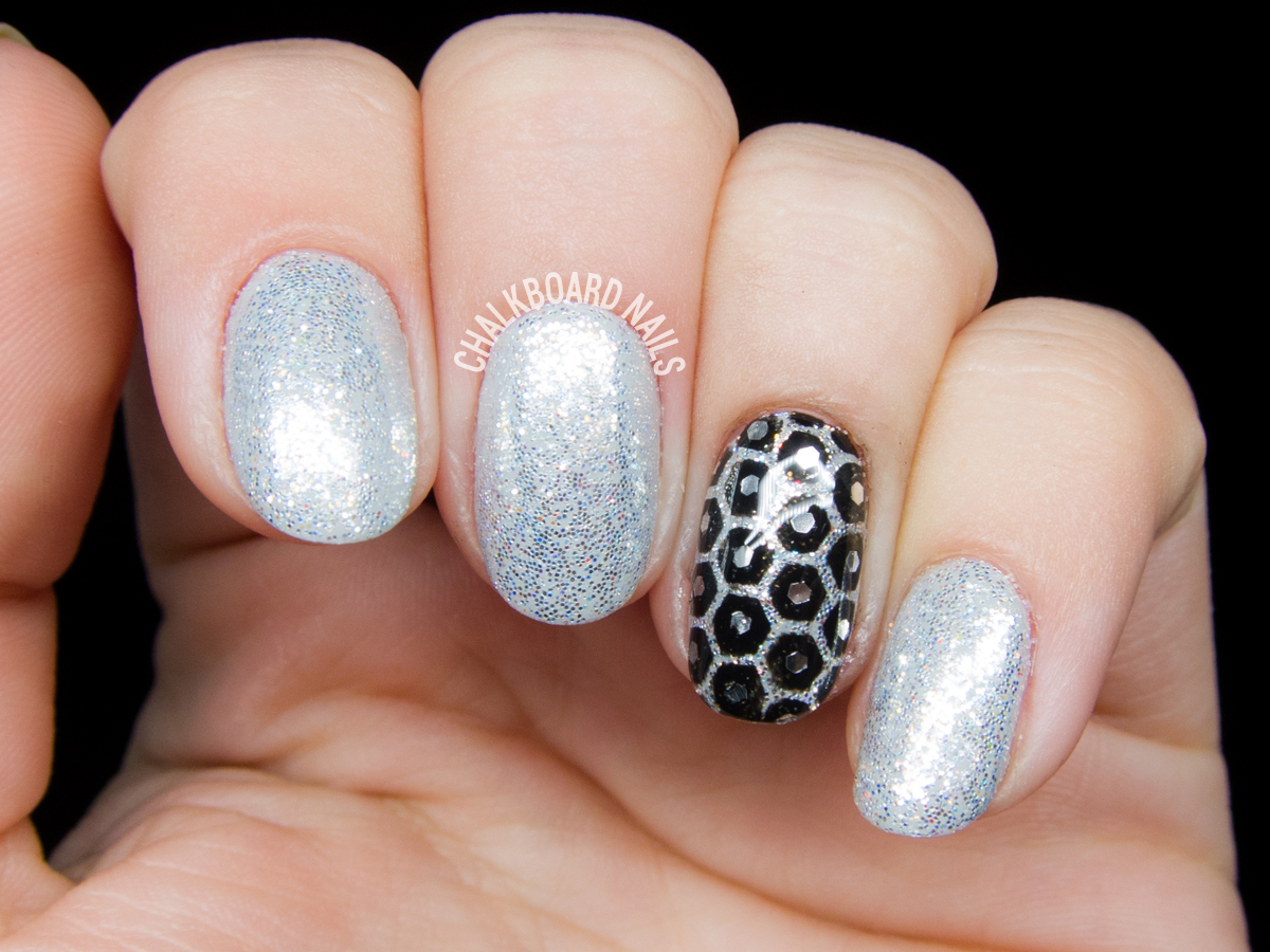 Silver honeycomb glitter placement gel nails by @chalkboardnails