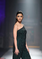 Alia Bhatt super cute in black Jumpsuit 2.jpg