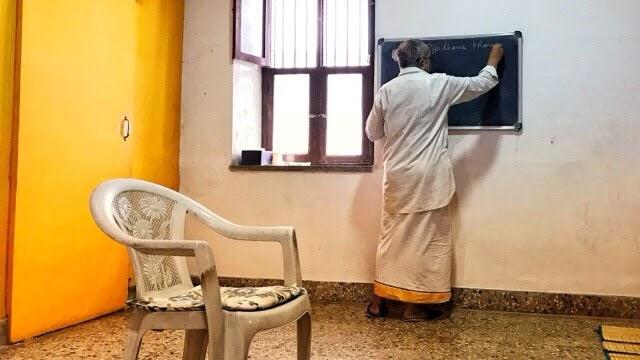BNS Iyengar teaching pranayama