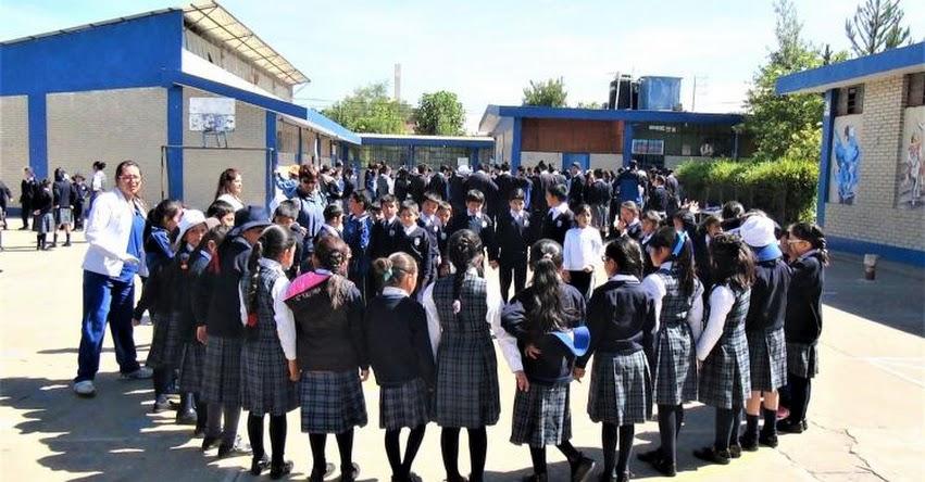 Estudiantes de Huancayo participan en primer simulacro de desastres