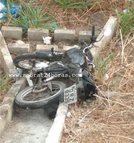 Motocicleta roubada é localizada abandonada às margens da BR 222