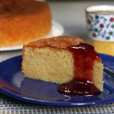 Biskvitni kolač od badema