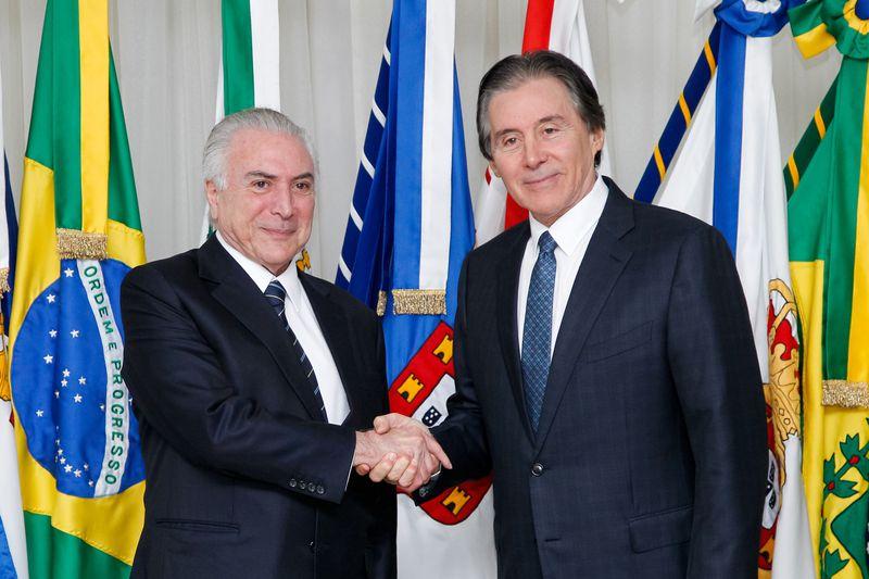 Brasília - Antes de embarcar para a Alemanha, o presidente Michel Temer transmite o cargo ao presidente do Senado, Eunício Oliveira (Beto Barata/PR)