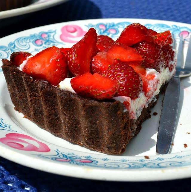 tarta-czekoladowa-z-truskawami Tarta czekoladowa z truskawkami