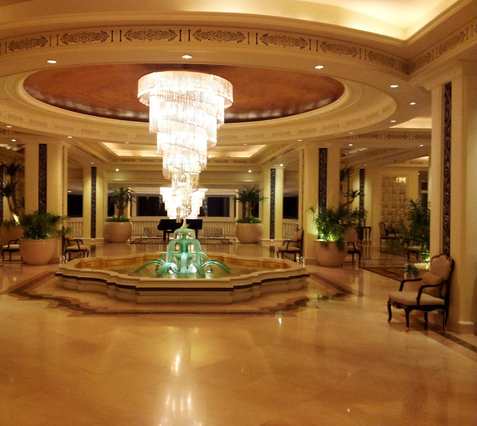 Chandelier-Dusit-Thani-TTTB