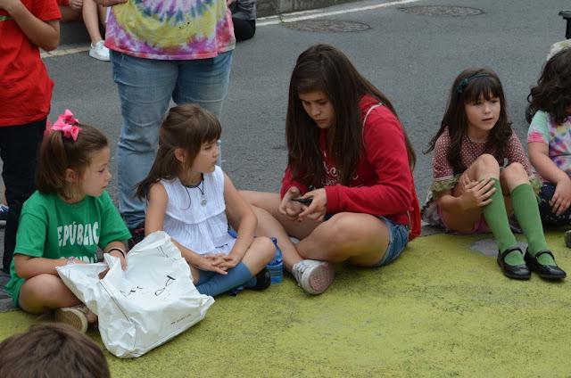Las cuadrillas de Llano llenan de buen alimento y mejor ambiente el último día de sus fiestas