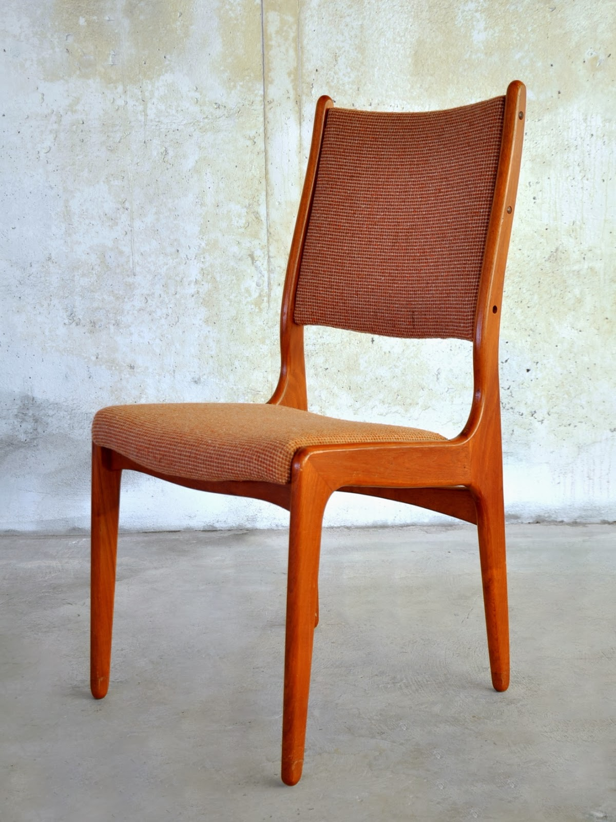SELECT MODERN: Set of 6 Danish Modern Teak Dining Chairs