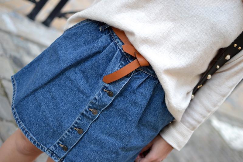 jupe en jean boutonné Zara et ceinture Isabel Marant
