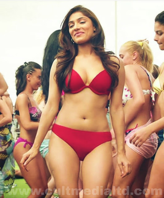 Ishita raj sharma hot bikini