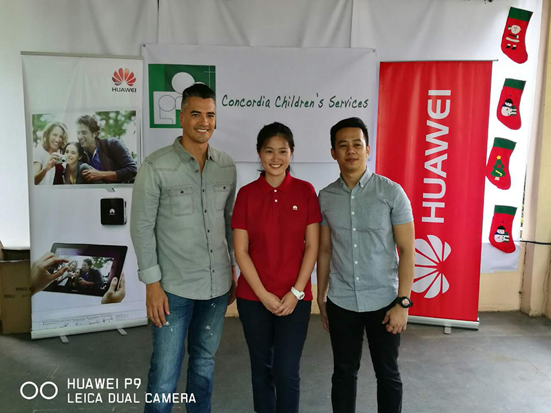 From L to R: Huawei Ambassador Troy Montero, Huawei Mobile APAC's Venilia Yap and Executive Director of Concordia, Chrisler Go