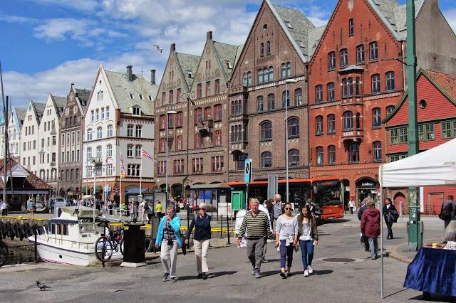 Noorwegen Bergen kleurrijke pakhuizen Bryggen
