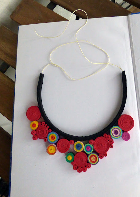 Circul Magic Quilling Blog Making Of: Colier cu Stropi de Culoare
