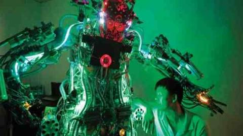 Ανθρωποειδές ρομπότ από αυτοδίδακτο εφευρέτη!