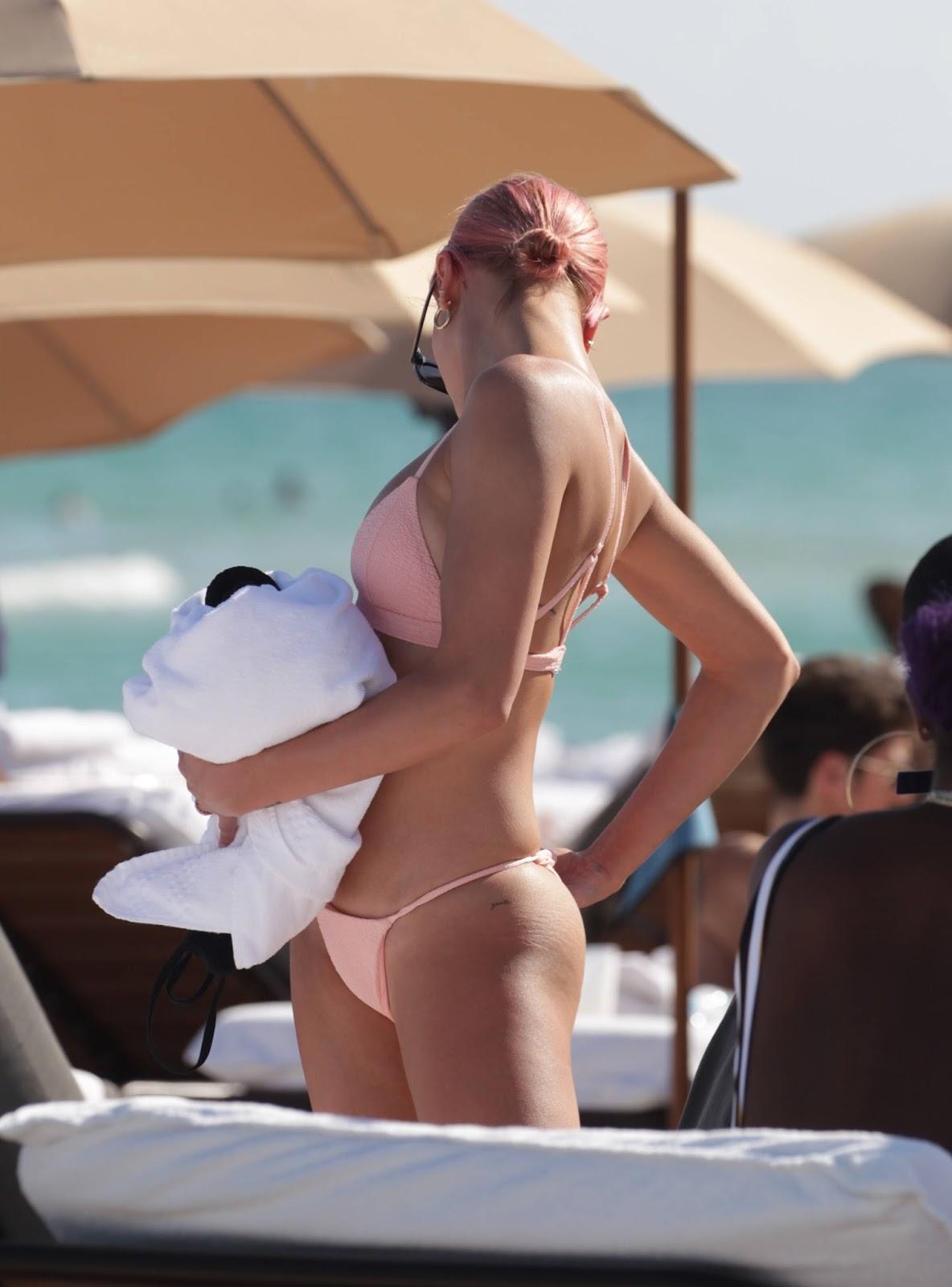Hailey Baldwin Hot Body in Bikini