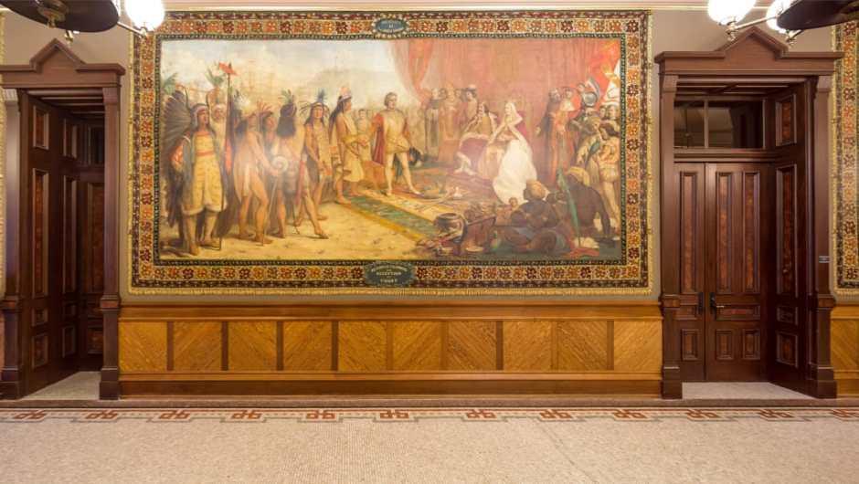 """Cubrirán murales de Cristobal Colón por considerarlos """"degradantes"""""""
