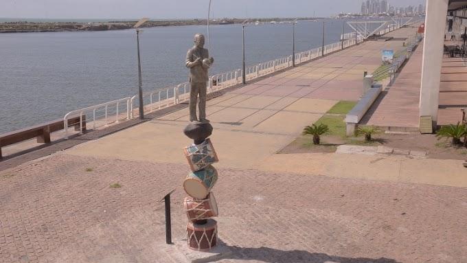 PCR conclui restauro da estátua de Naná Vasconcelos no Marco Zero