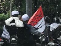 Polisi Tangkap Pembawa Bendera RI Bertuliskan Arab