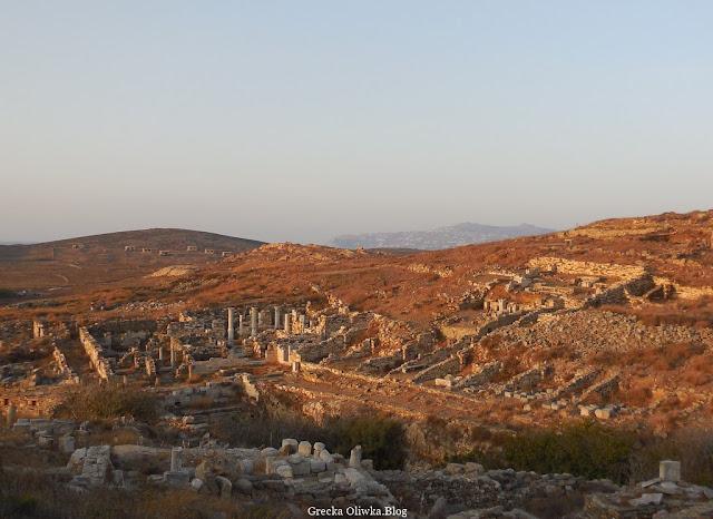 Dzielnica Inopos w barwach zachodzącego słońca Delos Grecja