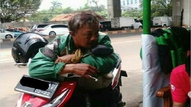 Bapak Tua Driver Ojek Online Yang Merana Akunnya Disuspend Gara-gara Uang Kembalian, Akhirnya Bisa Tersenyum Kembali Setelah....