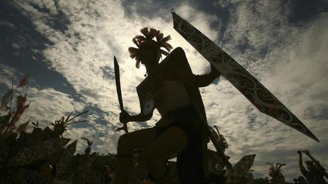 panglima suku Dayak bergelar Panglima Burung