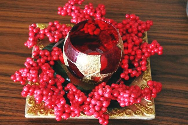 Crveno-zlatna bozicna dekoracija