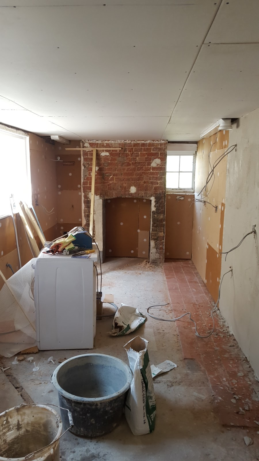 At This Home In Deal, Kent The Walls Have Been Repaired And Plastered Using  Traditional Lime Plasters. The Plasterbord Ceiling Was Plastered Using The  ...