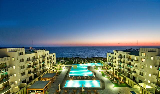 מלון קפיטל קוסט פאפוס (Capital Coast Resort And Spa)