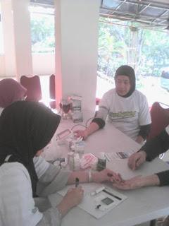 Cek Kesehatan Gratis kepada warga Kel. Tebet Barat bersama GEMAHATI & SUSU HAJI SEHAT, 25 Mei 2017 Jakarta