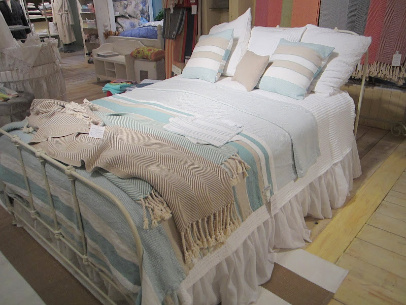 Beach-y bed with cotton knits in blue, white and taupe from Brahms Mount