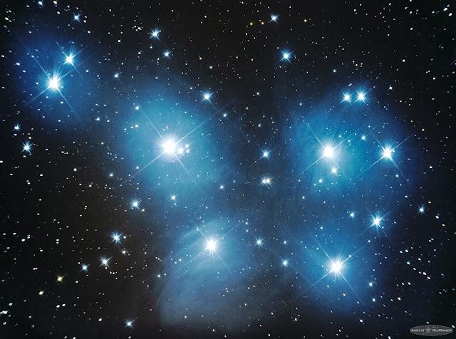 L'amas des Pléiades au télescope (M45)