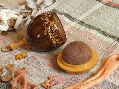вариант, с крышкой из кокоса, войлочная подушечка
