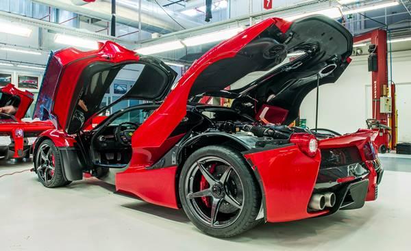 2016 Ferrari Laferrari Spider Engine