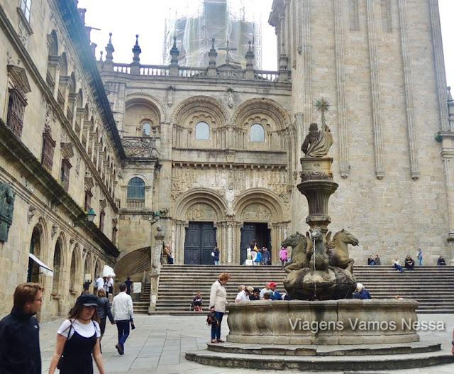 Praça das Pratarias -  Fonte dos Cavalos- Fachada sul da catedral de Santiago de Compostela