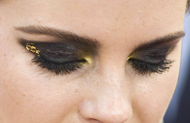 Makeup your Jangsara: Tutorial: Emma Watson Black & Gold  Makeup your Jan...