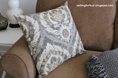 Easy Sew Home Decor idea. DIY pillow cover that's removable and washable.