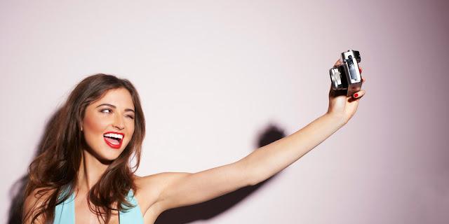 دراسة الفتيات يمضين أكثر من 5 ساعات كل أسبوع في التقاط صور السيلفي