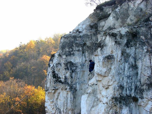 Скалолаз на скале