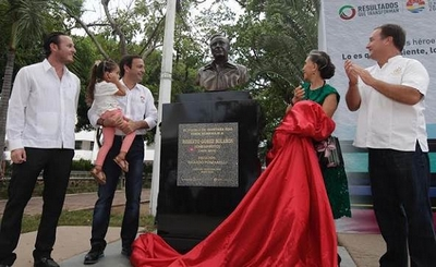 Chaves ganha escultura no México