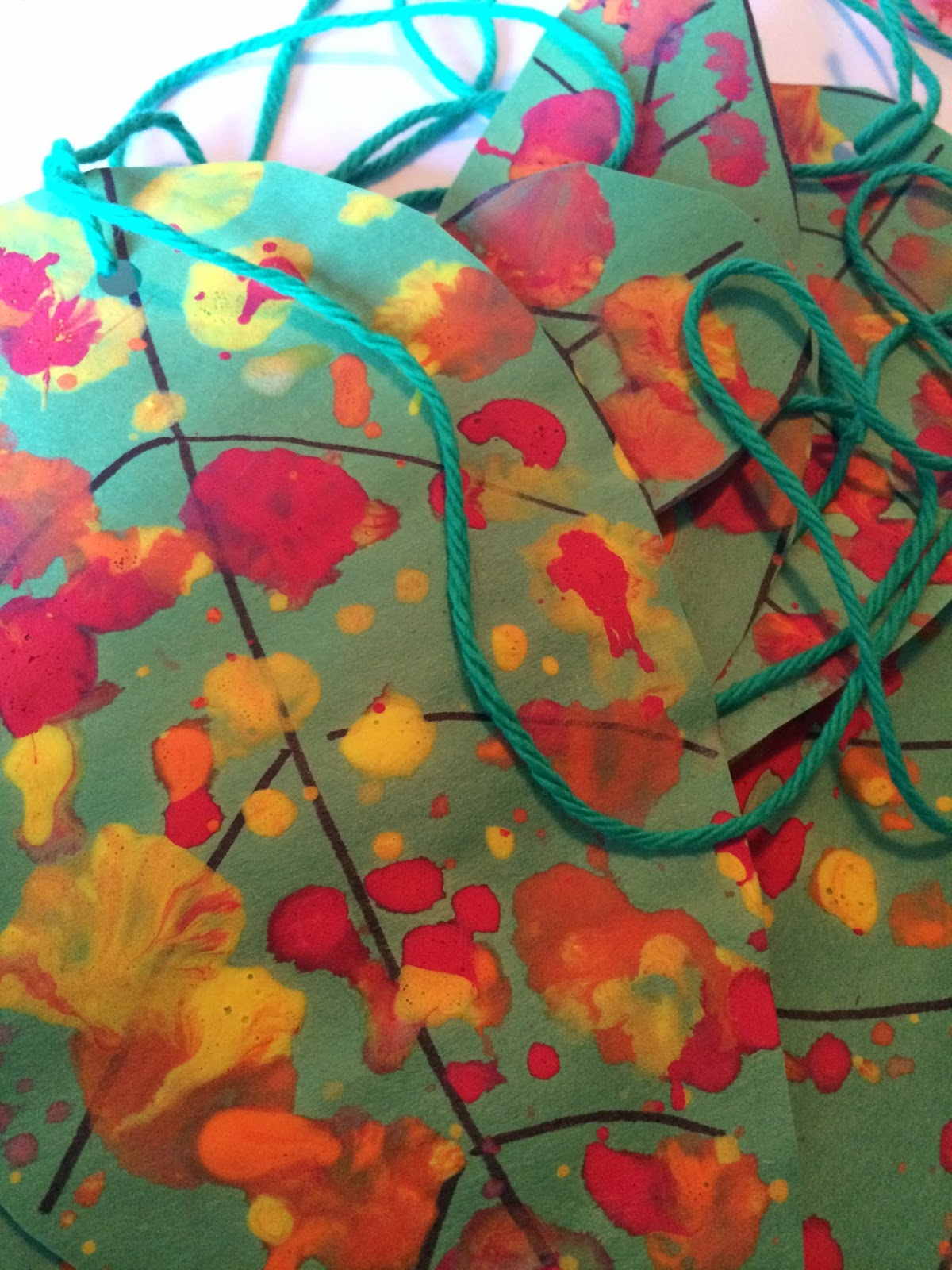 Mini Monets and Mommies: Autumn Art: Fall Leaf Mobile
