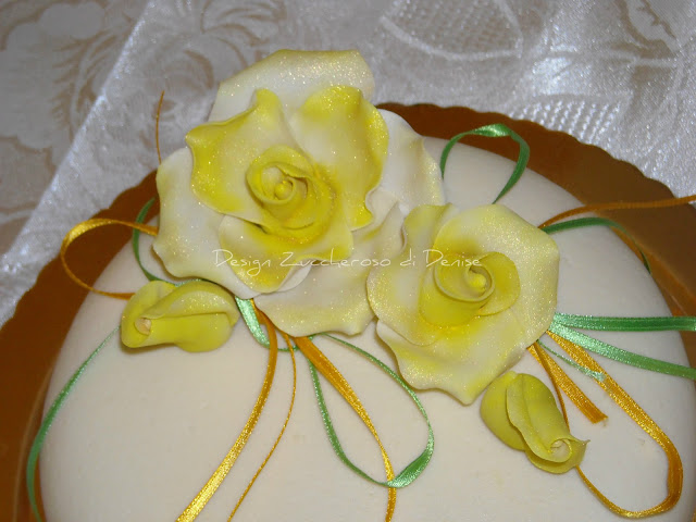 Impariamo a fare le rose in pasta di zucchero