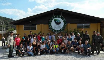 Participantes de programas ambientais da Régis Bittencourt realizam visita a Reserva Legado das Águas
