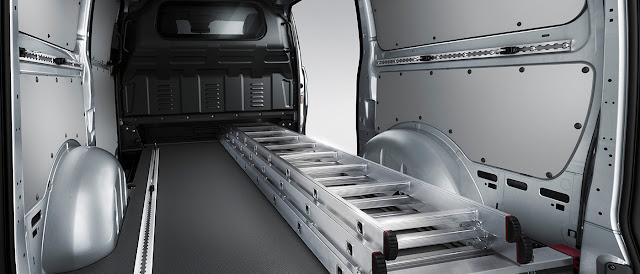 2017 Mercedes-Benz Metris cargo area